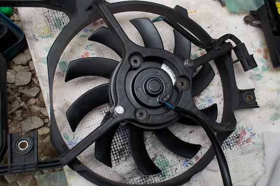 デリカスペースギア エアコン コンデンサー クーリングファン交換 6
