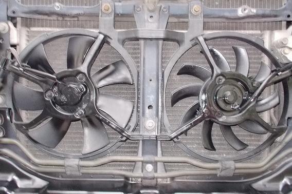 デリカスペースギア エアコン コンデンサー クーリングファン交換 7