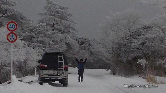 デリカスペースギアで雪道 at えびの高原 07